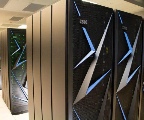 IBM met en service un supercalculateur dédié à l'IA
