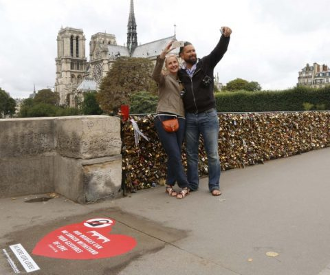"Paris takes to Twitter to stop tourists from breaking their bridges with ""Locks of Love"""