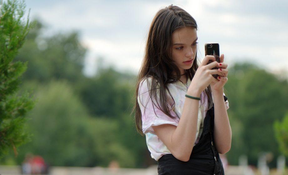 Pour les jeunes, le smartphone toujours indispensable