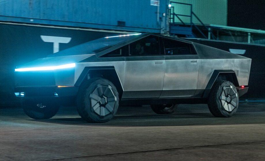 Cybertruck: le pick-up électrique futuriste de Tesla décoiffe!