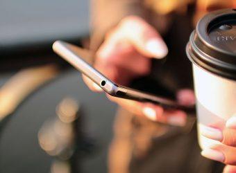 Les adolescents sont accros au portable: leurs parents aussi!
