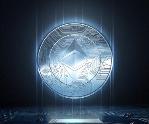 Crypto-monnaies: les attaques se multiplient, les cours s'effondrent