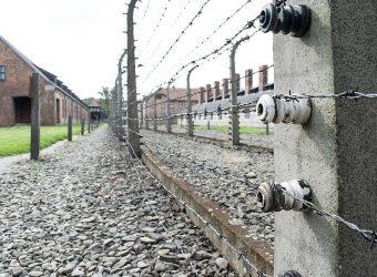Facebook va (enfin) interdire le négationnisme de l'Holocauste