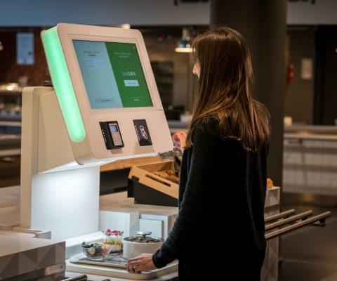 Une IA pour reconnaître et encaisser votre plateau-repas?