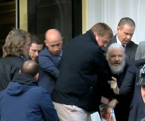 Julian Assange, fondateur de WikiLeaks, arrêté à Londres