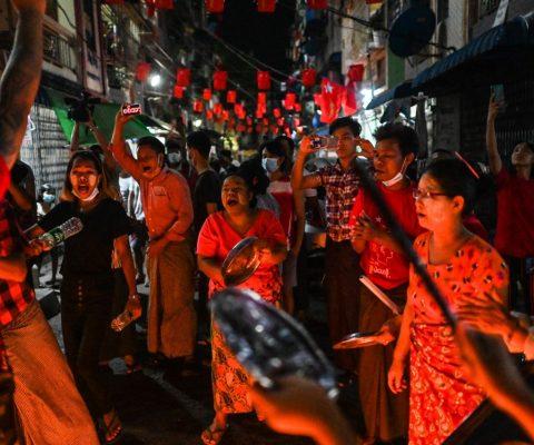 Myanmar: après le coup d'Etat, la junte militaire bloque les réseaux mobiles