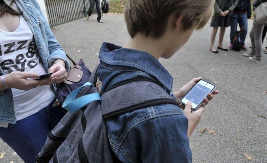 Interdiction des portables à l'école: une mesure inapplicable(au moins au collège) ?