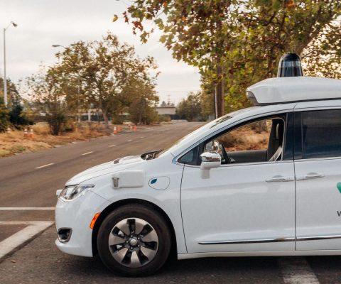 Voitures autonomes: Waymo en partenariat avec cinq entreprises de Phoenix